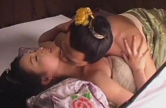 香港三级片系列-初夜美少女