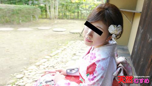 10musume020616_01着物の裾からタテすじマンコが丸见え